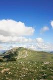Tapa, nubes y cielo del montaje Imagenes de archivo