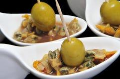 Tapas, bucarde espagnole avec des olives Photo stock