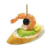 Tapas com o camarão e o abacate isolados no fundo branco fotografia de stock royalty free