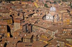 Tapas de la azotea de Siena y opinión de la catedral, Toscana, Italia imagen de archivo libre de regalías