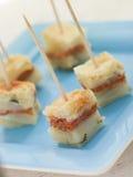 Tapas della tortiglia della salsiccia del Chorizo fotografia stock libera da diritti