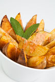 Tapas espanhóis. Patatas Bravas. Fotografia de Stock