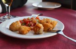 Tapas fritos de los pescados fotos de archivo