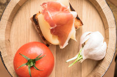 Tapas with jamon and cheese Royalty Free Stock Photography