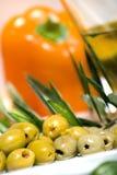 Tapas-Oliven auf Platte Lizenzfreie Stockbilder