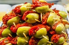 Tapas olives espagnols typiques dans une barre Photographie stock libre de droits
