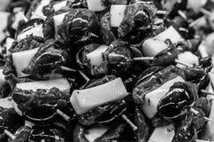 Tapas olives espagnols typiques dans une barre Image libre de droits