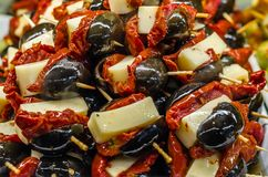 Tapas olives espagnols typiques dans une barre Photos libres de droits