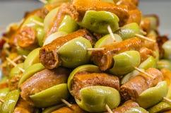 Tapas olives espagnols typiques dans une barre Image stock