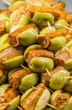Tapas olives espagnols typiques dans une barre Photo libre de droits