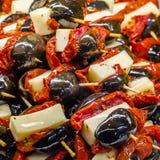 Tapas olives espagnols typiques dans une barre Photos stock