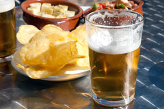 Tapas y cerveza, potato chips and fresh beer Stock Photography
