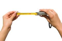 Tape-measure da preensão da mulher. Fotos de Stock Royalty Free