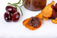 Tapenade - oliwna pasta robić od Kalamata oliwek c i warzywa obraz stock
