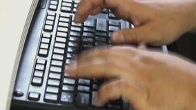 Taper sur l'ordinateur portatif banque de vidéos