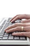 Taper sur le clavier photographie stock libre de droits