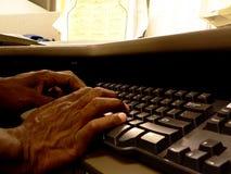 Taper sur le clavier image libre de droits