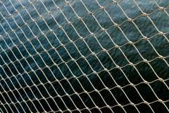 Tapeta łańcuchu ogrodzenia wody metalu wzoru tapeta zdjęcie royalty free