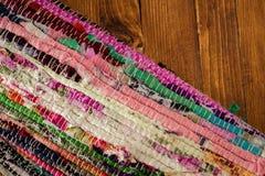 Tapete colorido na tabela de madeira retro Fotografia de Stock
