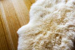 Tapete da pele de carneiro Fotos de Stock Royalty Free