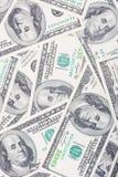Tapete desarrumado da moeda de 100's E.U. Fotos de Stock