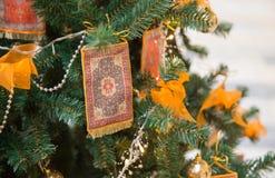 Tapete em uma árvore Foto de Stock