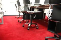 Tapete vermelho no quarto de computador Foto de Stock Royalty Free