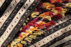 Tapetes antigos feitos a mão bonitos, decorativos Fotos de Stock