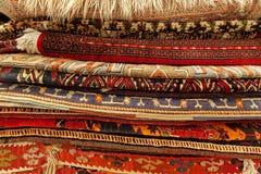 Tapetes orientais no mercado de rua Fotografia de Stock