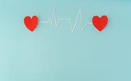 Tapetuje cięcie kardiogram kierowy rytm dla walentynka dnia Zdjęcia Royalty Free