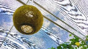 Tapety Zielona piłka w niebie obraz stock