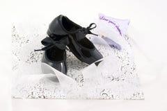 Tapez les chaussures et les rubans photo stock