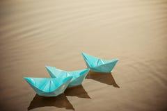 Tapezieren Sie Boot auf dem Wasser Stockfoto