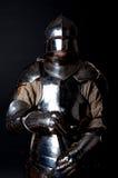 Tapferer Ritter mit seiner Klinge stockfoto