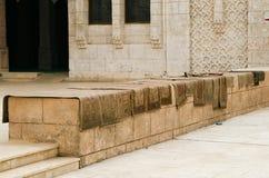 Tapijten voor gebeden in een Moslimmoskee Stock Foto