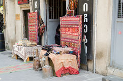Tapijtopslag op de straten van Tbilisi Stock Afbeelding
