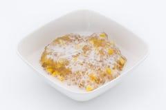 Tapioka mit Mais und Kokonussmilch [siamesischer Nachtisch] Stockbilder