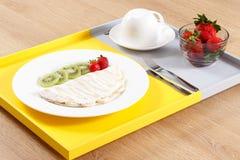 Tapiokor med frukter frukost Arkivfoton