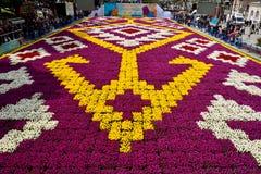 Tapis de tulipe avec les modèles géométriques à la place de Sultanahmet dedans Photos stock