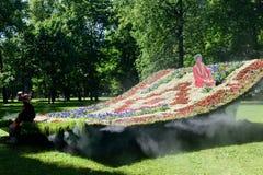 Tapis de vol d'installation dans le jardin de Mikhailovsky, St Petersburg Photo stock