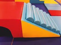 Tapis et blocs mous colorés pour s'élever photo stock