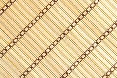 Tapis jaune de sushi fait à partir du bambou naturel Photos stock