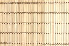 Tapis jaune de sushi fait à partir du bambou naturel Images libres de droits