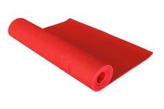Tapis rouge de yoga d'isolement sur le blanc Photos libres de droits