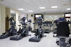 Tapis roulants à un club de santé Photos stock