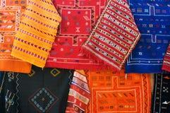 Tapis traditionnels sur le marché au Maroc Image libre de droits