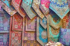 Tapisseries persanes dans le bazar de Vakil de Chiraz, Iran images stock