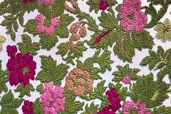 Tapisserietextilmuster mit Blumenverzierung Stockbild