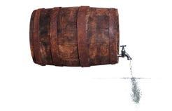 Tapkraan in houten vat met water en bellen royalty-vrije stock foto's