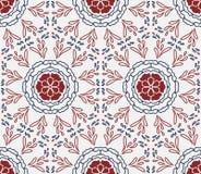 Tapotement de répétition sans couture élégant de formes florales de blanc, bleues et rouges Photos stock